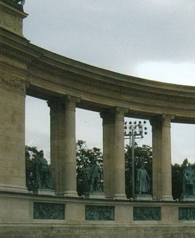 Площадь героев. Колоннада