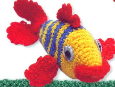 Прикрепите к телу рыбки